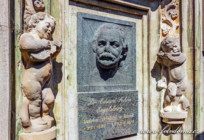 Památní deska hudebního skladatele Eduarda Schön Engelsberga na ohradní zdi, Vidnava, okres Jeseník, Olomoucký kraj, Česká republika