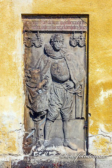Reliéf na zdi římskokatolického farního kostela svaté Kateřiny, kostel pochází z 2. poloviny 13. století, Vidnava, okres Jeseník, Olomoucký kraj, Česká republika