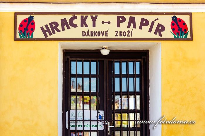Hračky-papír na Mírovém náměstí, Vidnava, okres Jeseník, Olomoucký kraj, Česká republika