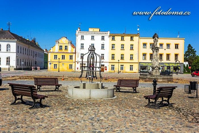 Kašna a socha svatého Jana Nepomuckého na Mírovém náměstí, Vidnava, okres Jeseník, Olomoucký kraj, Česká republika
