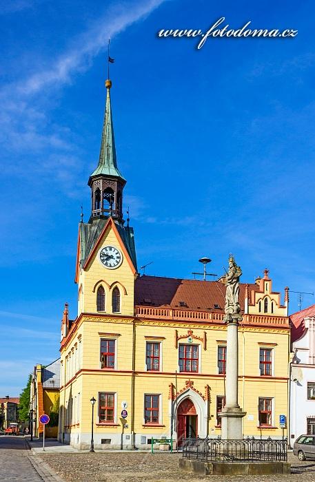 Radnice a barokní sloup Panny Marie na Mírovém náměstí, Vidnava, okres Jeseník, Olomoucký kraj, Česká republika