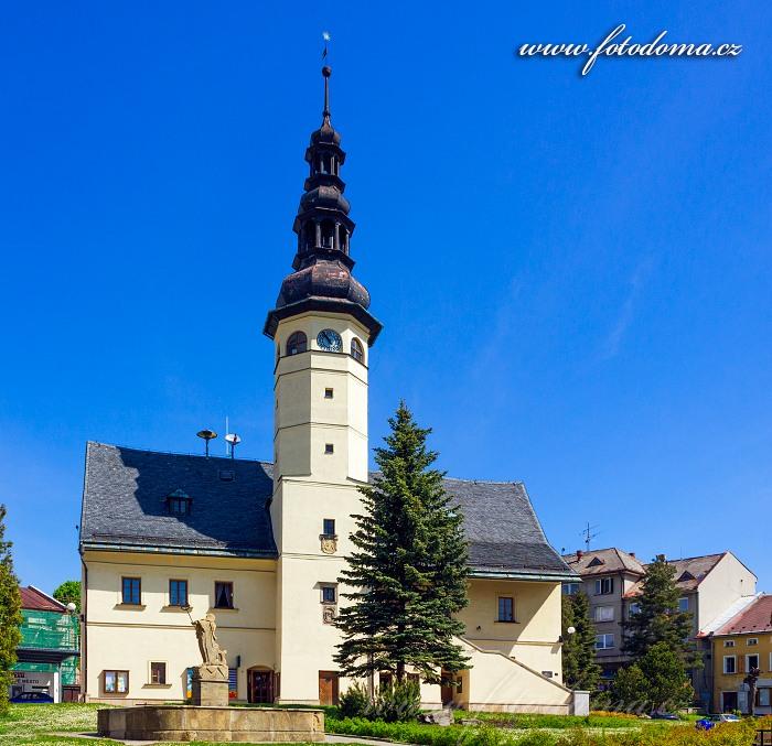 Kašna a renesanční radnice, Staré Město, okres Šumperk, Olomoucký kraj, Česká republika