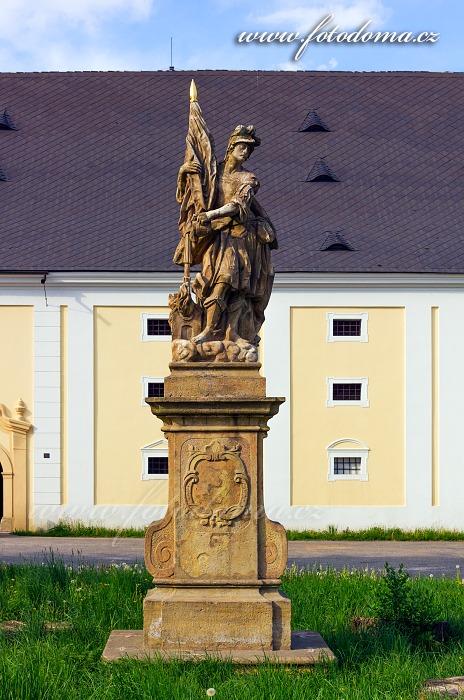 Barokní socha sv. Floriána před sýpkou, Velké Losiny, okres Šumperk, Olomoucký kraj, Česká republika